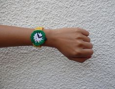 Ha ha! Keeps the time real well! ;) lol Reloj Crochet por Bosque Studio