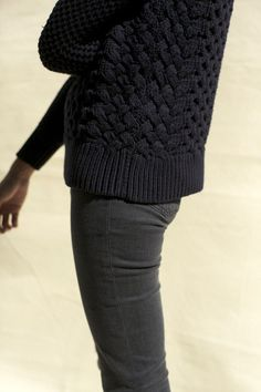 Black chunky sweater and black skinny jeans :: fall style inspiration