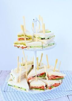 With high tea the sandwiches should not be missing. I give you recipes for three different high tea sandwiches, tasty and easy to make. High Tea Sandwiches, Tee Sandwiches, Healthy Sandwiches, Subway Sandwich, Meals For Three, High Tea Food, Birthday Desserts, Birthday Recipes, Party Snacks
