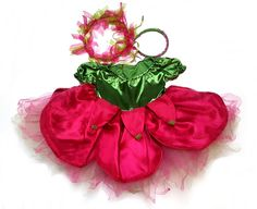 38b32850ca Igazi szépséges tavasztündér jelmez gyerekeknek. A ruha virág formájú, nagy  szirmokkal. Pink virágos hajpánt tartozik hozzá.