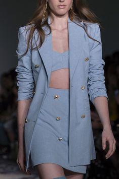 Alice Mccall at New York Fashion Week Fall 2018 - Details Runway Photos Look Fashion, Korean Fashion, High Fashion, Vogue Fashion, Fall Fashion, Looks Chic, Looks Style, Kpop Fashion Outfits, Fashion Dresses