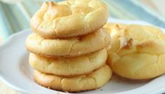 GLUTEN FREE CLOUD BREAD -These are a delicious home-made bread replacement that are practically carb free and very high in protein. They are just like heaven so I call them clouds. Compliments of Kristin Patterson. Cloud Bread, Low Carb Recipes, Bread Recipes, Cooking Recipes, Healthy Recipes, Top Recipes, Quick Recipes, Healthy Food, Recipies