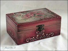 Κουτί αποθήκευσης, Vintage Painted Wooden Boxes, Funky Painted Furniture, Wooden Art, Wooden Crafts, Decoupage Box, Decoupage Vintage, Cigar Box Crafts, Jewelry Box Makeover, Altered Cigar Boxes