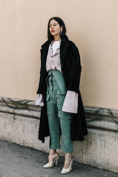 Verde e camisa oversize Autumn Street Style, Street Style Looks, Street Chic, Street Style Women, Street Wear, Dolce & Gabbana, Layering Outfits, Mommy Style, Colourful Outfits