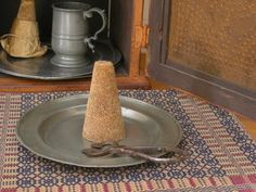 primitive sugar cones ( I was just reading a Civil War era recipe that mentioned loaf sugar, wonder if this is it) Primitive Kitchen, Primitive Crafts, Primitive Antiques, War Recipe, Sugar Mold, Prim Decor, Primitive Decorations, Sugar Cones, Chicken Recipes