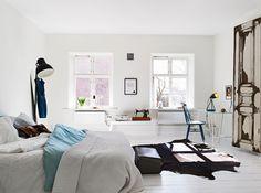 Elegant Bedroom With White Bedding Theme -- http://kaamz.com/elegant-bedroom-with-white-bedding-theme/