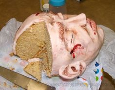 The Uncanny Head Cake. This is such a cool Halloween cake! Halloween Desserts, Gross Halloween Foods, Bolo Halloween, Halloween Buffet, Halloween Goodies, Halloween Food For Party, Holidays Halloween, Halloween Treats, Happy Halloween