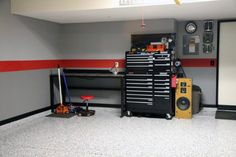 Interior paint stripes i like the gray walls with the for Garage nice centre