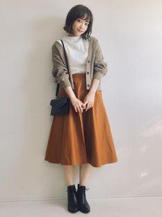 【ユニクロ】5分袖・7分袖・長袖トップスをチェック♪大人女子の初秋着こなし特集 | folk Korean Girl Fashion, Korean Fashion Trends, Korean Street Fashion, Ulzzang Fashion, Cute Fashion, Modest Fashion, Fashion Dresses, Long Skirt Fashion, 70s Fashion