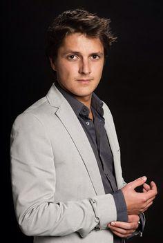 Sven de Wijn (August 13, 1983) Dutch actor, o.a. known from 'Het huis van Anubis'.