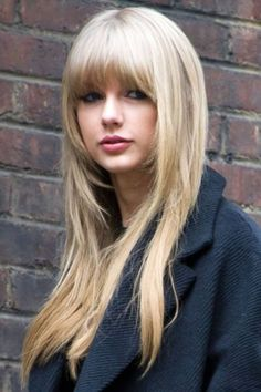 Taylor Swift capelli lunghi con frangia  Primavera estate 2015