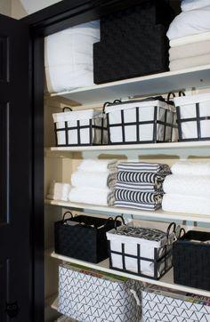 How To Declutter + Stylize Your Linen Closet In One Afternoon - Aufräumen - Closet Bathroom Closet Organization, Bathroom Organisation, Organiser Son Dressing, Ideas Armario, Hallway Closet, Closet Mudroom, Linen Cupboard, Home Office Design, Home Interior