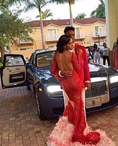 Prom girl slay! She wearing that dress OD