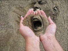 Posso até abraçar a fina areia Senti-la nos dedos ecoar pela vala A lua curvar aos meus pés; Esperneia... Texto: Marcelo H. Zacarelli Do poema: Tetraplégico
