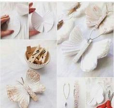 Borboletas feitas de forminhas de papel e pegador de roupa