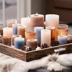 Inspirations et idées pour Noël  : Sfeervol én voordelig: zet verschillende kaarsen op een dienblad en decoreer m