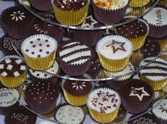 Decorated in chocolate brown and gold, these cupcakes work great together