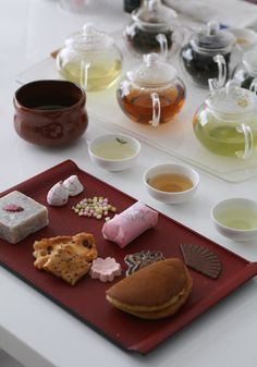 Wagashi or traditional Japanese style sweets usually made out of bean paste or rice flour served before matcha or green tea.『和菓子と日本茶の相性レッスン』
