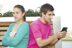 WhatsApp: Cinco cosas que tu pareja podría ocultarte http://www.redestrategia.com/cuidados-que-debes-tener-con-tu-pareja-en-whatsapp.html