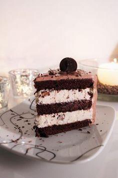 Syntisen hyvä suklaakakku Sweet Desserts, Vegan Desserts, Sweet Recipes, Delicious Desserts, Yummy Food, Baking Recipes, Cake Recipes, Finnish Recipes, Sweet Bakery