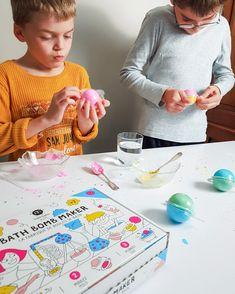 On fabrique des bombes de bain avec les enfants et le coffret Naimatic Children Photography, My Books, Playing Cards, Photos, Kids, Bath Bomb, Creative Photography, Bombshells, Casket