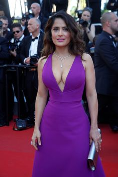 Salma Hayek - Cleavage Show Is Amazing - 07 Salma Hayek Body, Salma Hayek Pictures, Selma Hayek, Elegant Sophisticated, Body Photography, Trucks And Girls, Sexy Skirt, Celebs, Celebrities