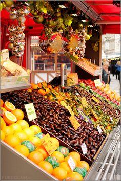 Fruits at Marienplatz - Weihnachtsmarkt / Christmas Market / Christkindlmarkt - Munich/ München, Germany/Deutschland