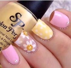 Rosa baby... amarillo paste... Nude con decoración en flores blancas y para marcar el centro pedrería en forma de medias perlas...