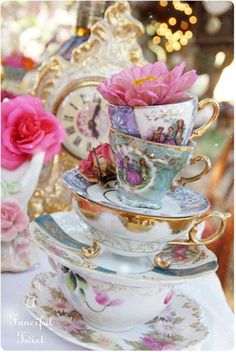 One of my favorite things to do is mix and max vintage teacups and saucers!!
