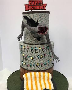 Stranger Things cake with chocolate demogorgon! Stranger Things Demogorgon, Stranger Things Halloween, My Birthday Cake, 14th Birthday, Amazing Cakes, Horror Cake, Strangers Things, Season 3, Wedding Cake