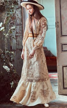 Get inspired and discover LoveShackFancy trunkshow! Shop the latest LoveShackFancy collection at Moda Operandi. Bohemian Style Dresses, Boho Outfits, Boho Dress, Boho Style, Moda Boho, Retro Vintage Dresses, Cotton Dresses, Fall Dresses, Boho Fashion