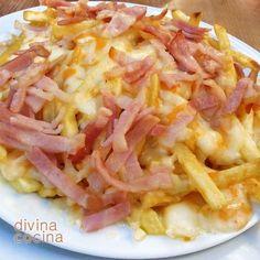 Estas patatas con queso y beicon son la perdición de grandes y pequeños, se preparan en pocos minutos y vuelen de la mesa en menos tiempo.