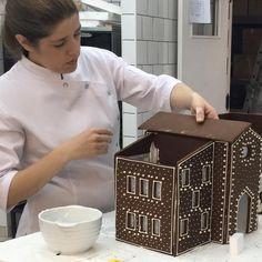 Casita de jengibre - Isabel Vermal Christmas Deco, Cake Pops, Iris, Gingerbread, Decorative Boxes, Cookies, Chocolates, Meals, Halloween