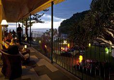 Fora dos circuitos turísticos habituais da Madeira, a Estalagem da Ponta do Sol aposta também numa programação cultural alternativa. Durante o verão, aos fins-de-semana, há concertos no jardim e, em dezembro, o calendário inclui o festival de música eletrónica Madeira Dig, entre a Estalagem e o Centro de Artes Casa das Mudas, na Calheta, e uma mostra de filmes no antigo cinema da vila