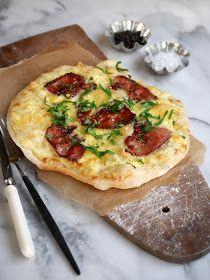 [kjøkkentjeneste]: Hvit pizza med mozzarella og bacon Taco Pizza, Snacks, Mozzarella, Vegetable Pizza, Quiche, Bacon, Food And Drink, Dinner, Vegetables