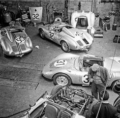 Porsche garage at Le Mans, 1958 Porsche 550, Porsche Garage, Porsche Autos, Porsche Motorsport, Porsche Boxster, Porsche Cars, Sports Car Racing, Racing Team, Sport Cars
