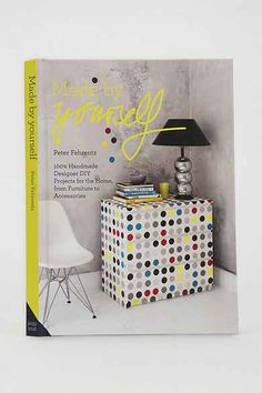 Making your own furniture and decorative objects is fun but budget friendly and we've got just the book: Made By Yourself is full of DIY Home Decor projects. Diy Casa, H & M Home, Pink Zebra, Diy Home Decor Projects, Ikea Hack, Decorative Objects, Floating Nightstand, Crafts To Make, Handmade