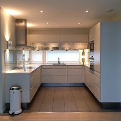 Kleine Küche ohne Griffe