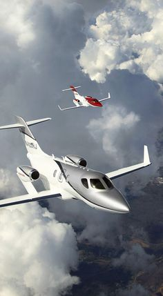 Honda Jet - Faster than any business jet in its class with a maximum cruise speed of 420 KTAS/483 MPH