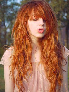 Confira essa seleção de cortes de cabelo com franja e planeje seu próximo corte.