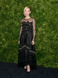 Cate Blanchett au gala du film du Museum of Modern Art de New York http://www.vogue.fr/mode/inspirations/diaporama/les-looks-de-la-semaine-novembre-2015/23782#cate-blanchett-au-gala-du-film-du-museum-of-modern-art-de-new-york
