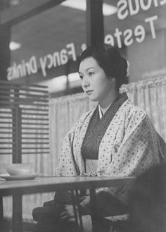 Hideko Takamine (高峰秀子) in Onna no za (女の座) aka The Wiser Age (1962, Japan) directed by Mikio Naruse (成瀬巳喜男) © TOHO
