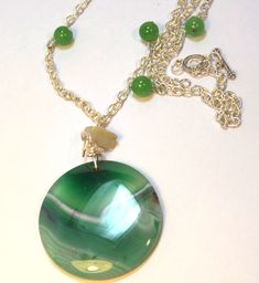 You can wear this lead-free chain green gemstone necklace with a variety of blouses. It's stylish enough and versatile to go from daytime to nighttime.