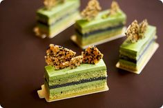 matcha sponge, matcha mousse, black sesame mousse & sesame nougatine. Visually very pretty!