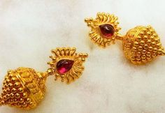 🌹bugadi earrings inspo🌹 😍looking for this type of traditional earring ✔️Traditional vintage earring - queen_of_lambadi Gold Jhumka Earrings, Gold Earrings Designs, Gold Jewellery Design, Necklace Designs, Gold Jewelry, India Jewelry, Temple Jewellery, Traditional Earrings, Jewelry Patterns
