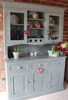 Annie Sloan Duck Egg Loving her paint just now - Model Home Interior Design Paint Furniture, Furniture Projects, Furniture Makeover, Dresser Makeovers, Kitchen Dresser, Kitchen Decor, Upcycled Furniture, Shabby Chic Furniture, Welsh Dresser