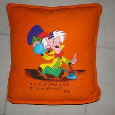 Cuscino in cotone decorato a mano
