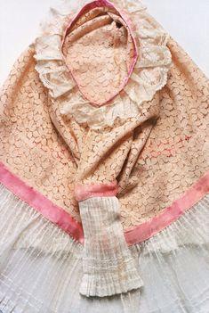 frida kahlo wardrobe