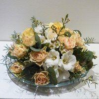 Asztaldísz barack színű rózsából, fehér fréziával Floral Wreath, Wreaths, Home Decor, Homemade Home Decor, Flower Crowns, Door Wreaths, Deco Mesh Wreaths, Interior Design, Home Interiors