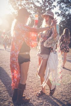 Find images and videos about boho, festival and bohemian on We Heart It - the app to get lost in what you love. Hippie Look, Hippie Style, Look Boho, Hippie Gypsy, Gypsy Style, Hippie Chic, My Style, Look Festival, Festival Mode